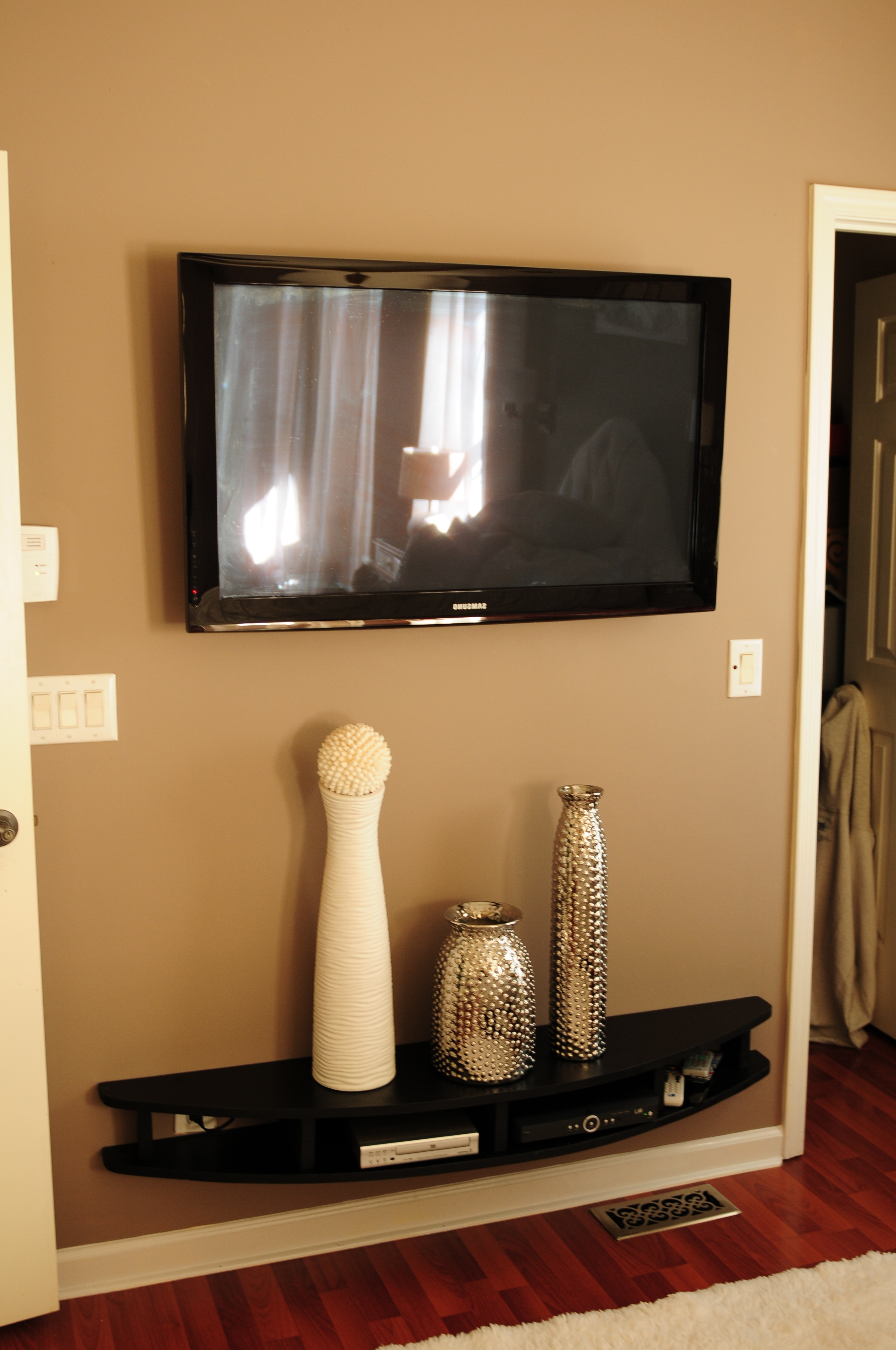 2017 Curved Black Wall Mounted Media Console Shelf Under Flat Screen Tv With Regard To Flat Screen Shelving (View 1 of 15)
