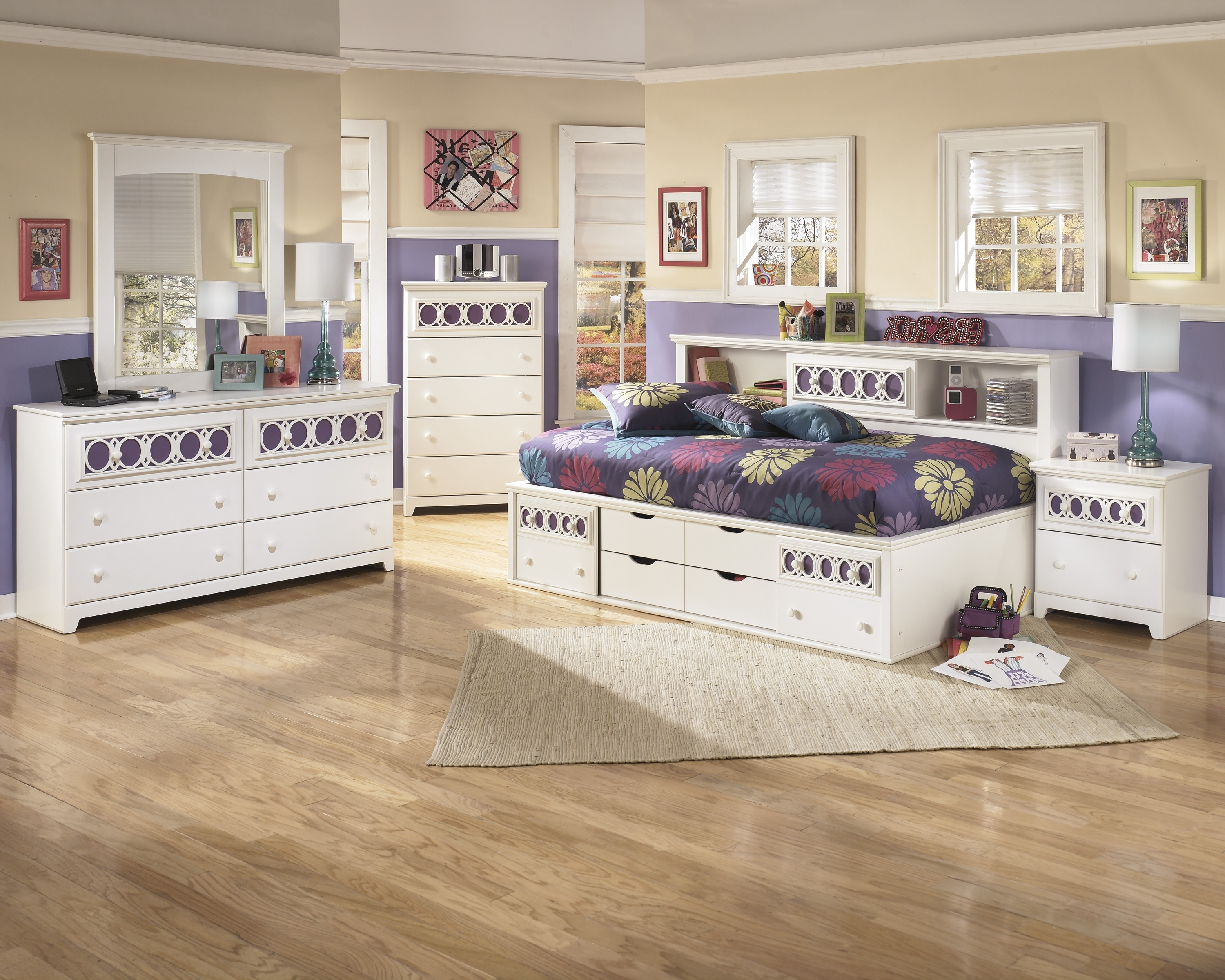 Featured Photo of Zayley Full Bed Bookcases