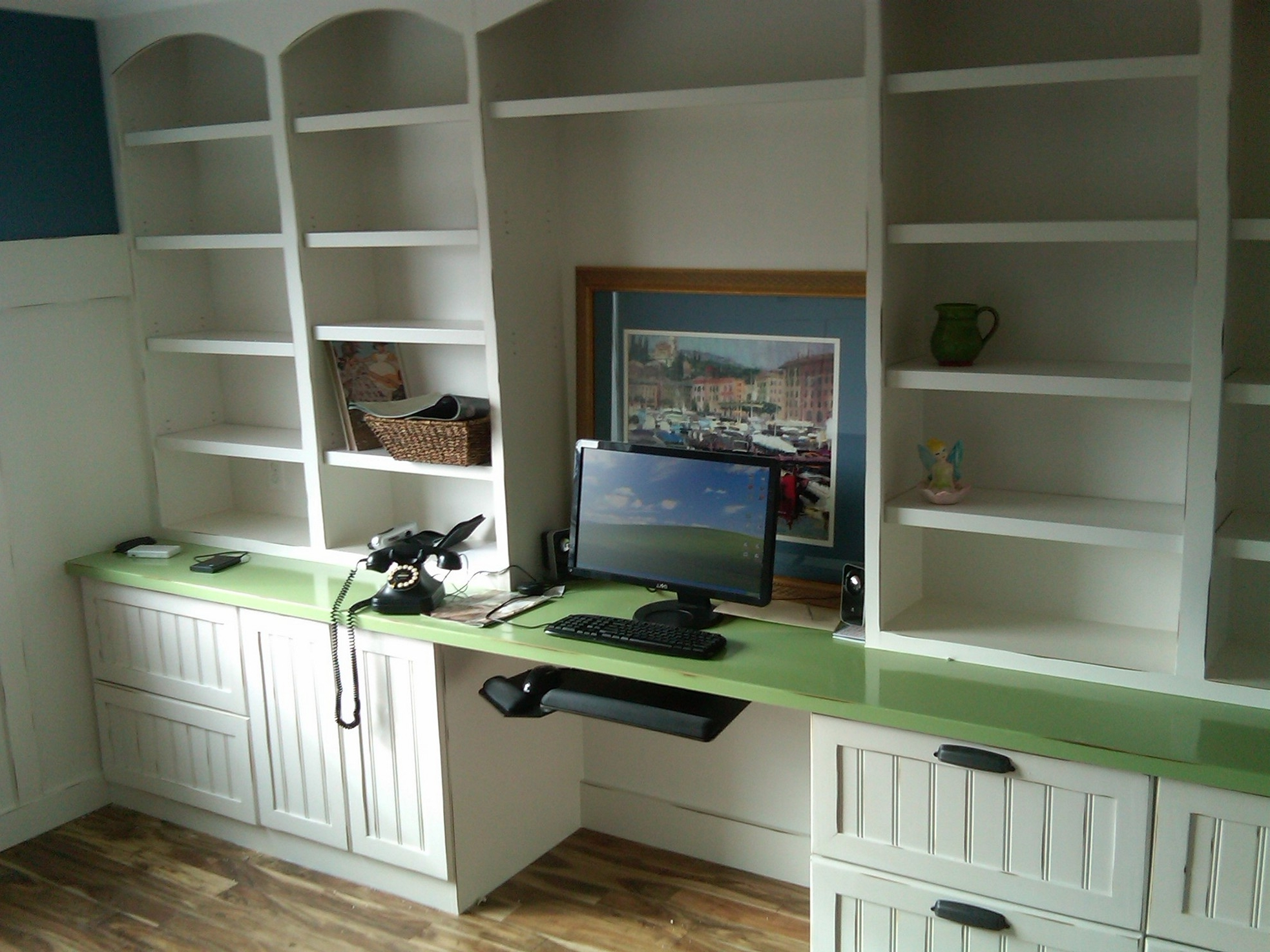 Bookcases With Desk With Regard To Fashionable Built In Bookcases Ideas For Small Space (View 11 of 15)