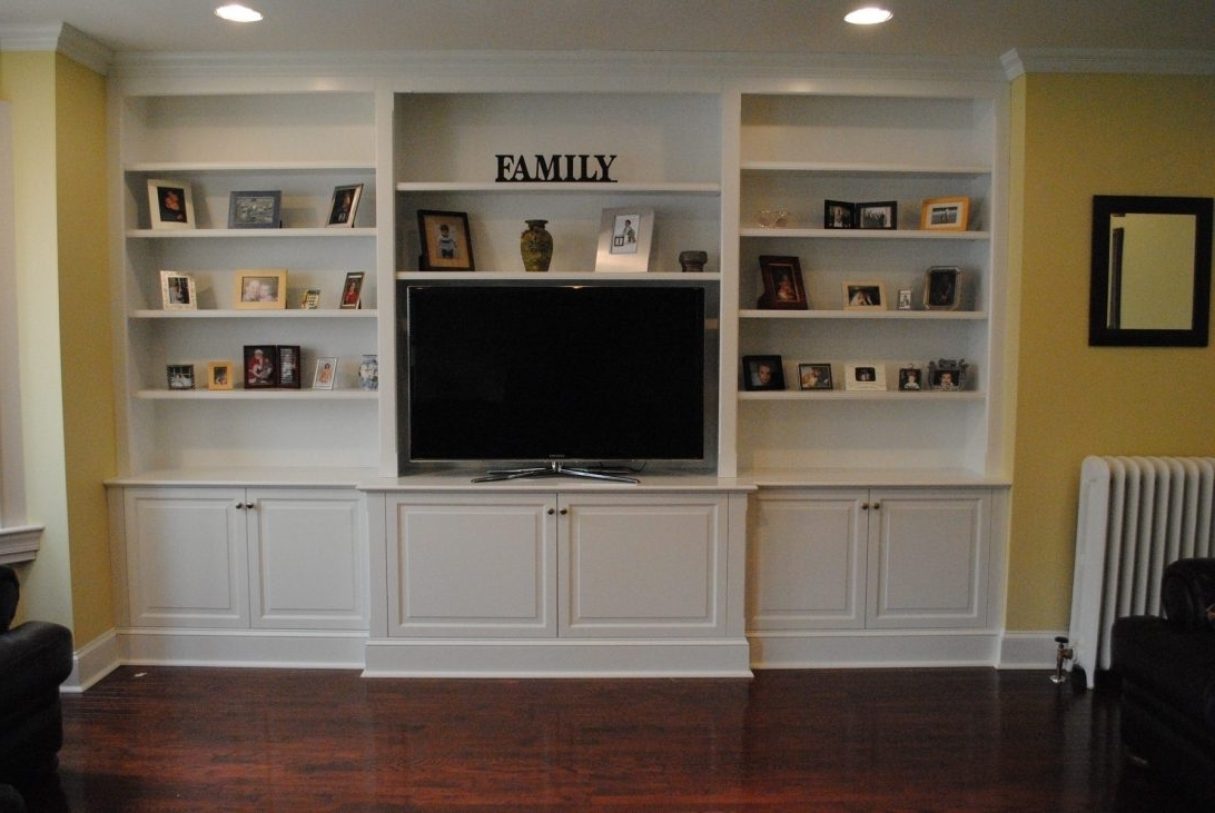 Built In Bookshelves With Tv Space American Hwy Wall Units With 2018 Built In Bookshelves With Tv (View 2 of 15)