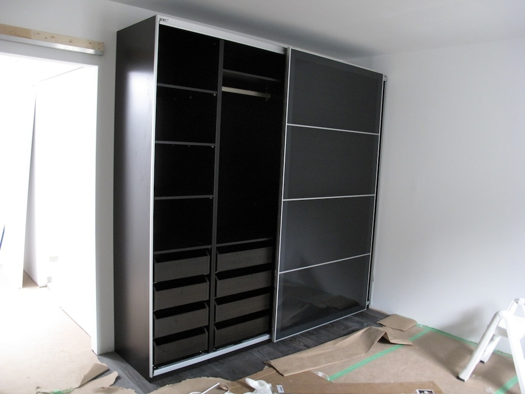 Dark Wood Wardrobes With Sliding Doors With 2017 Bedroom Design: Modern Dark Ikea Pax Wardrobe With Sliding Door (View 2 of 15)
