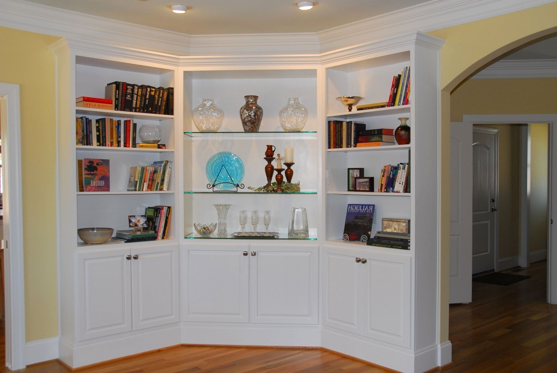 Fashionable Hand Made Classic Corner Built Indurham Bookcases (View 9 of 15)