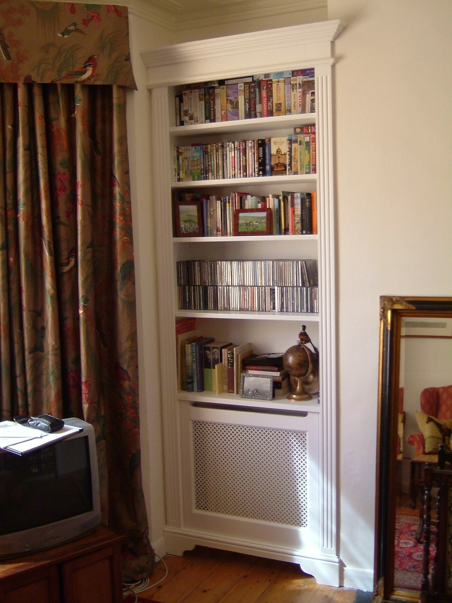 Favorite 2018 Best Of Radiator Covers And Bookcases With Radiator Cover With Bookcases Above (View 3 of 15)