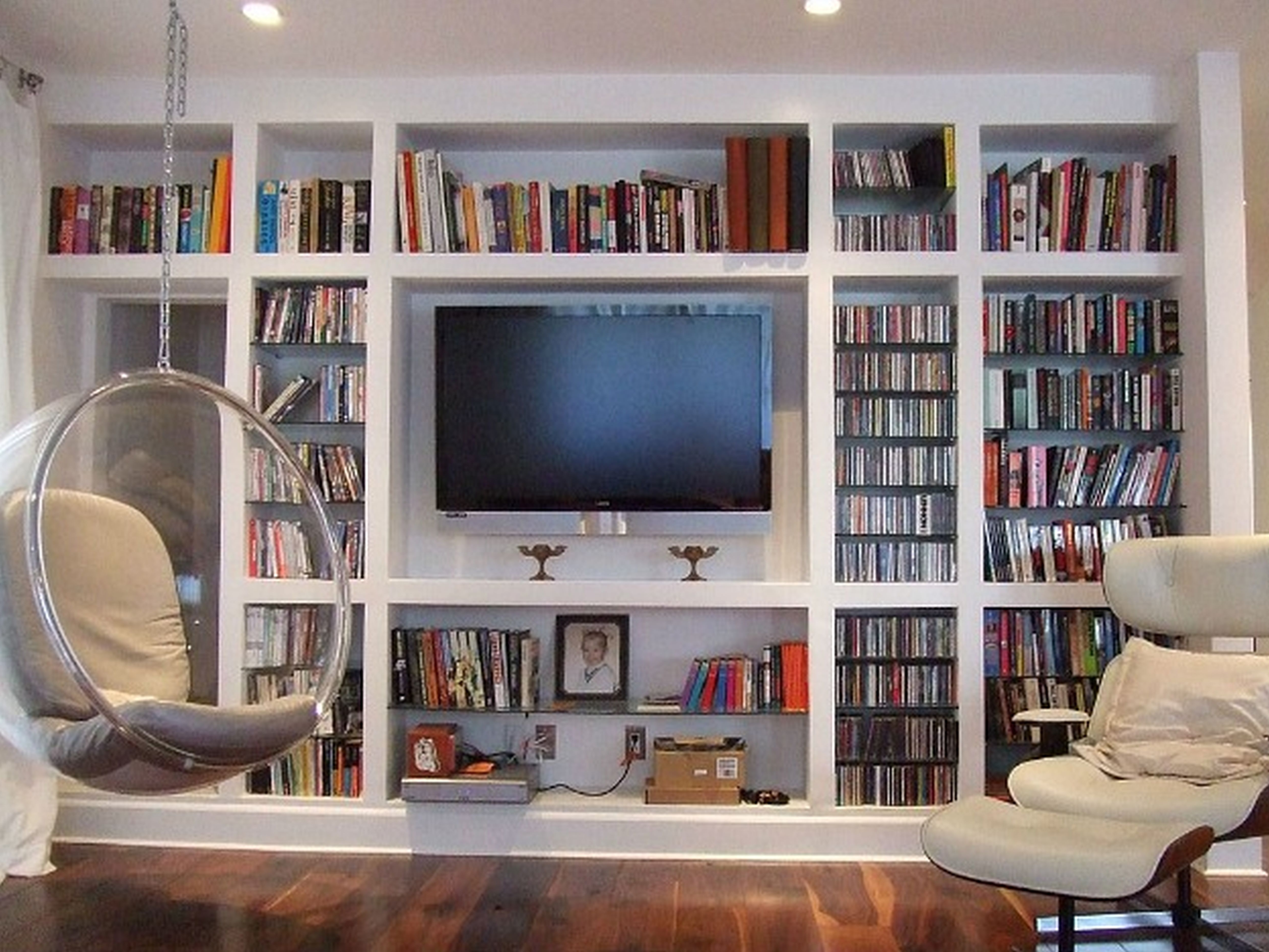 Most Recent Large Wall Bookshelf Design For Bedroom With Lounge Chair Regarding Chair Bookcases (View 10 of 15)