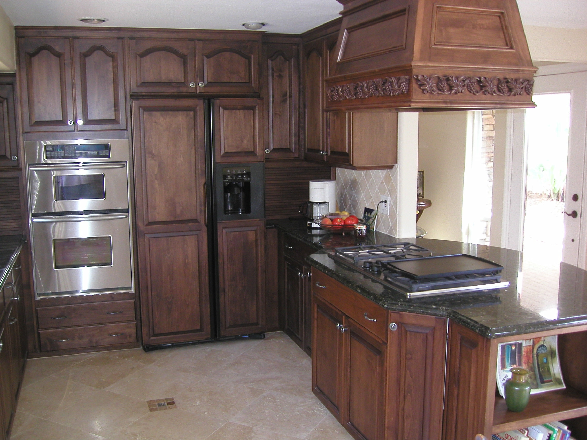 Most Recently Released 25 Traditional Dark Kitchen Cabinets (View 7 of 15)