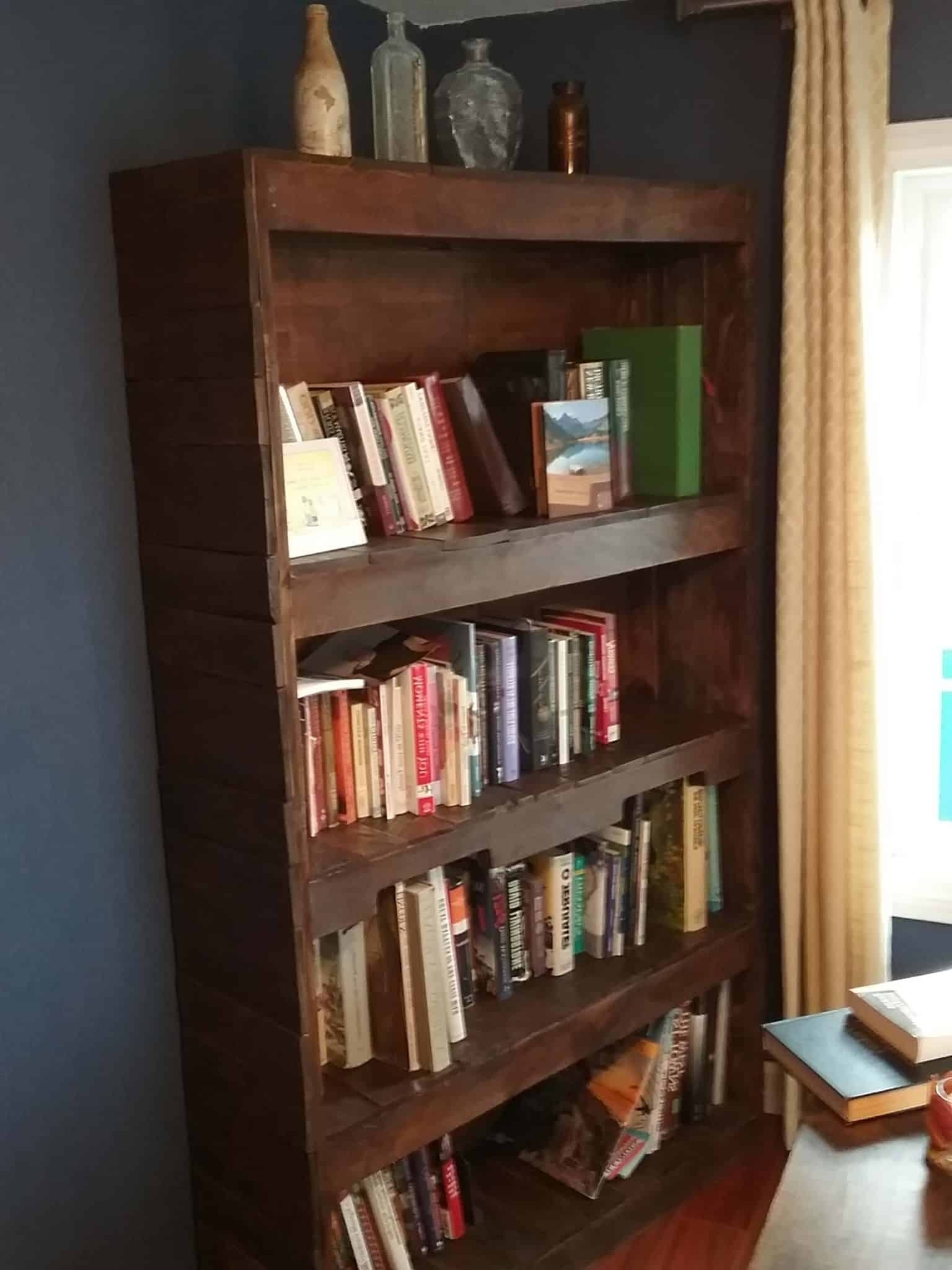Featured Photo of Pallet Bookcases