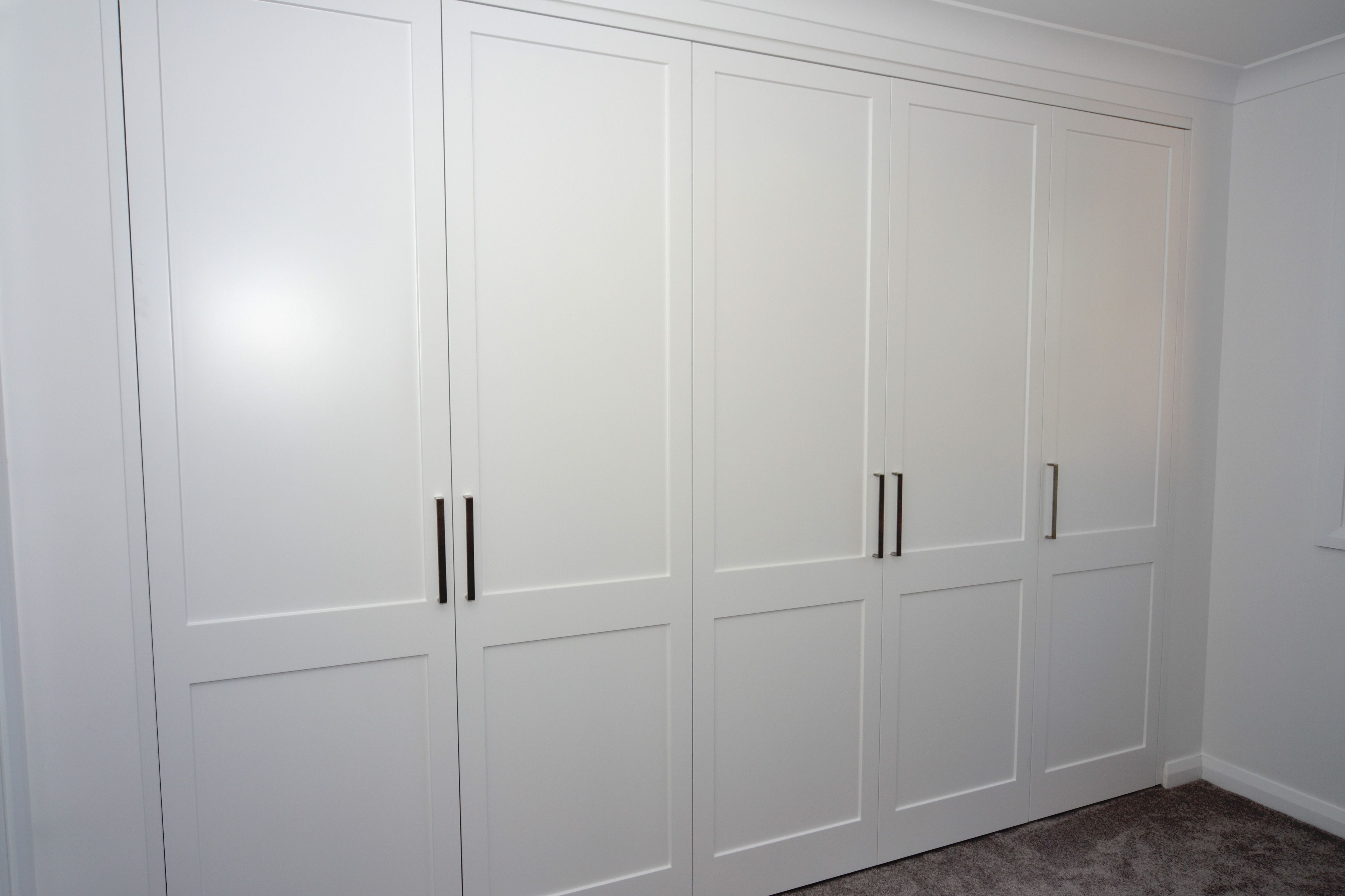 Solid Wood Built In Wardrobes Throughout Well Known Luxurious White Solid Hardwood Built In Wardrobe With Simple (View 12 of 15)