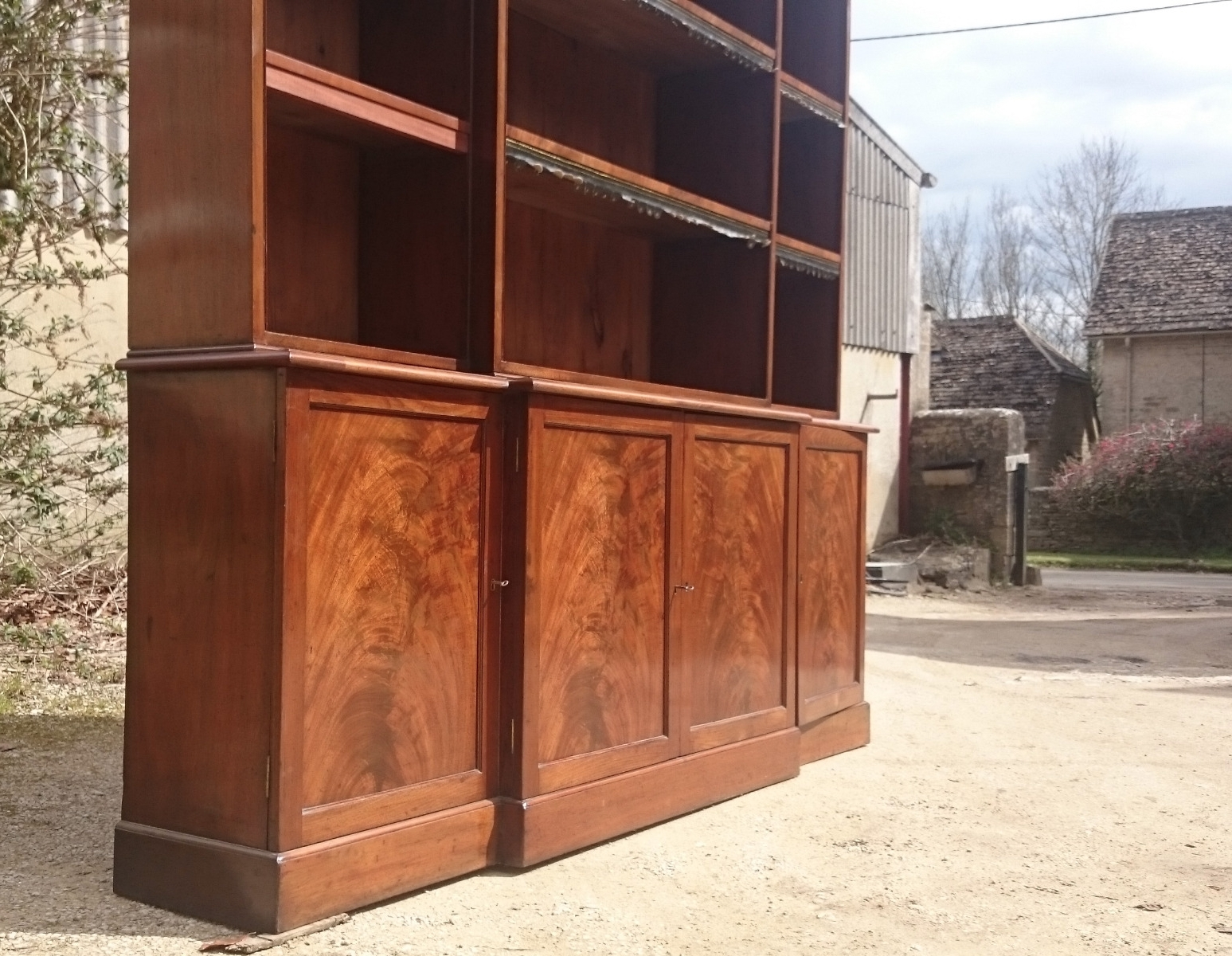 Well Known Breakfront Bookcases – Hares Antiques Intended For Mahogany Bookcases (View 15 of 15)