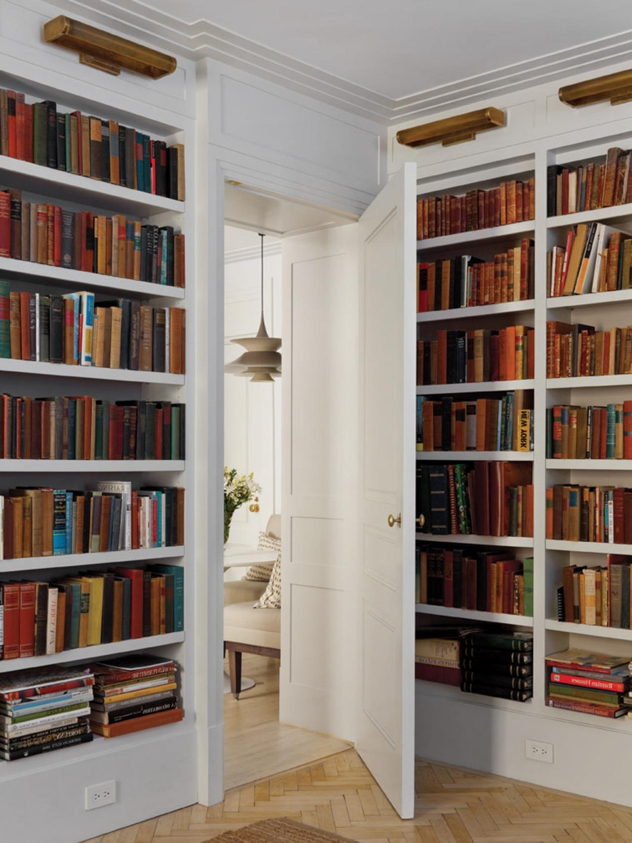 White Library Bookcases Pertaining To Latest 20 Design Trends That Won't Go Out Of Style (View 11 of 15)
