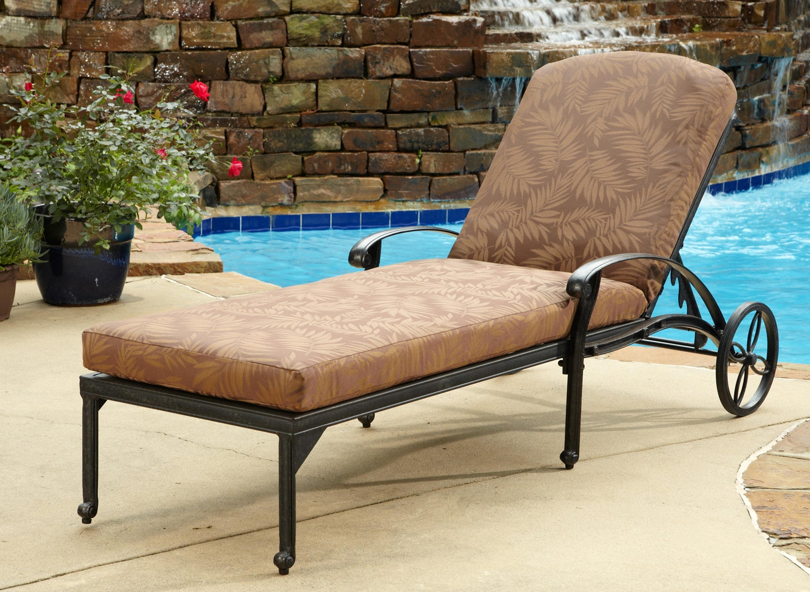2018 Comfortable Outdoor Chaise Lounge Chairs Intended For Outdoor Chaise Lounge With Ergonomic Seating Settings – Traba Homes (View 11 of 15)