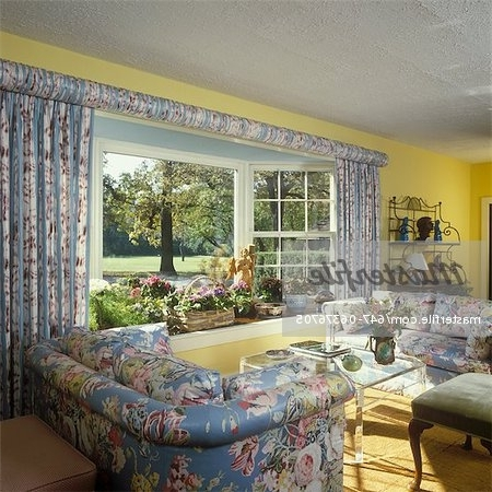 2018 Yellow Chintz Sofas Regarding Living Room – Traditional Living Room – Floral Chintz Upholstered (View 8 of 10)