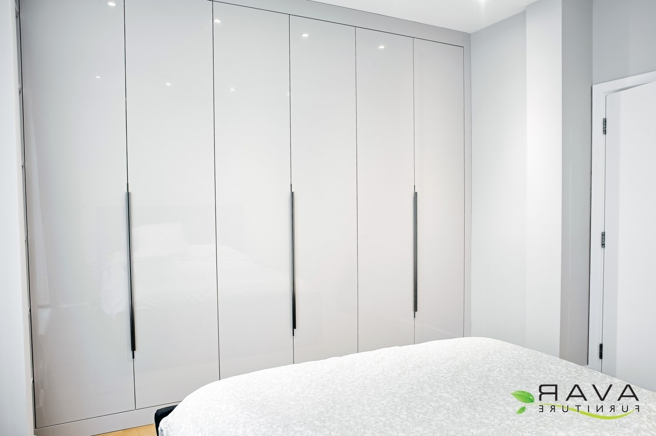 Avar With High Gloss Wardrobes (View 2 of 15)