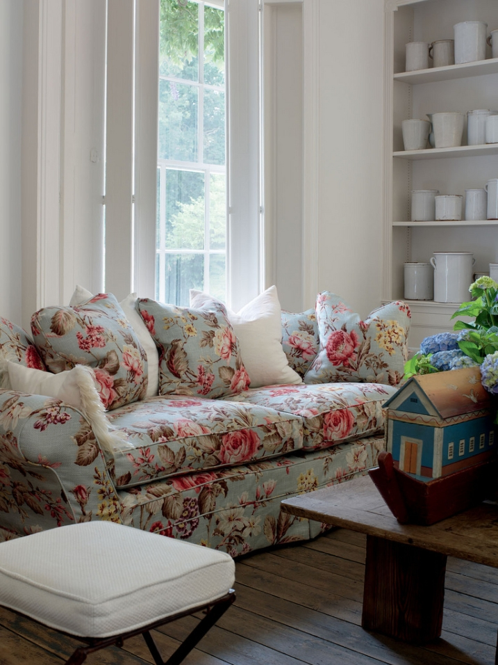 Best And Newest Chintz Covered Sofas With Vintage Benches Themes Including English Country English Cottage (View 1 of 10)
