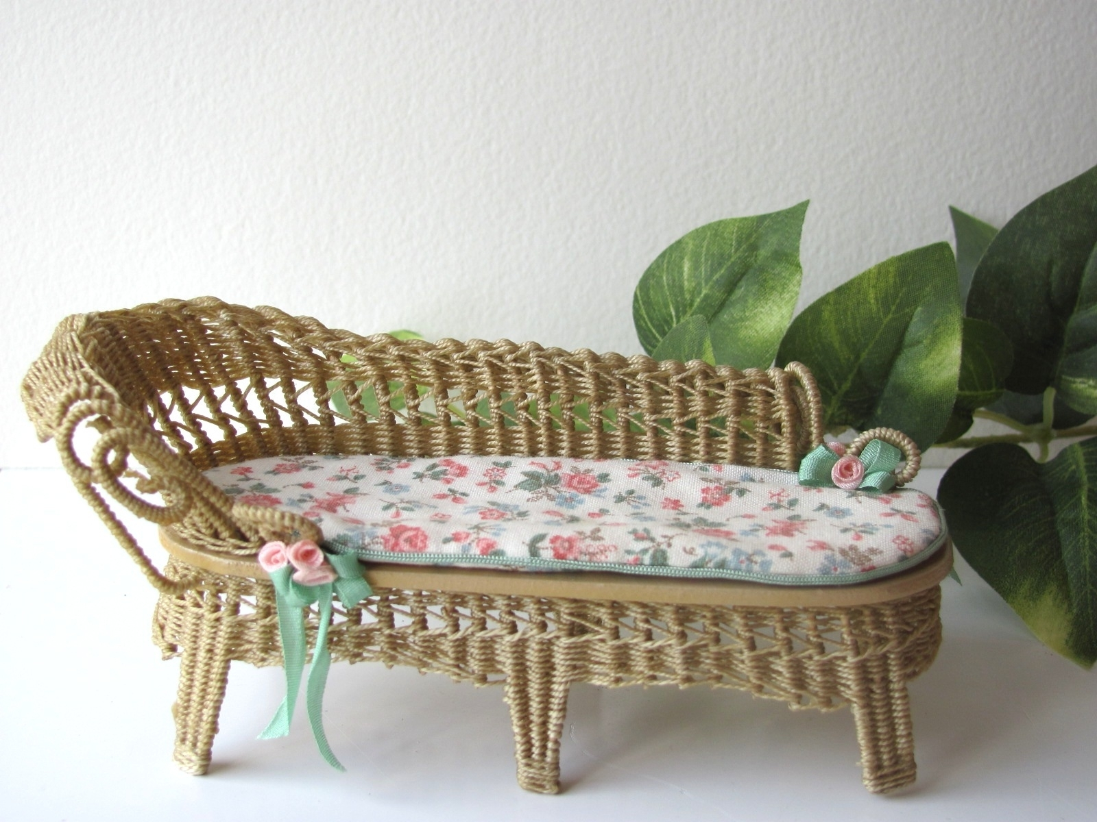 Country Cottage Chic Wicker Chaise Lounge 1/12 Miniature Dollhouse For Well Liked Wicker Chaise Lounge Chairs (View 7 of 15)