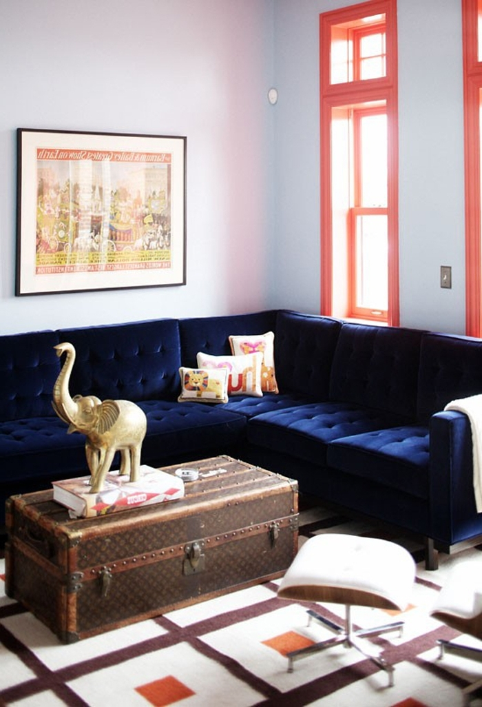 Dark Blue Sofas For Most Recent 21 Different Style To Decorate Home With Blue Velvet Sofa (View 4 of 10)
