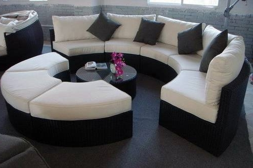 Fashionable Round Sofas With Glamorize Your Living Spaces With Adding Round Sectional Sofas (View 3 of 10)