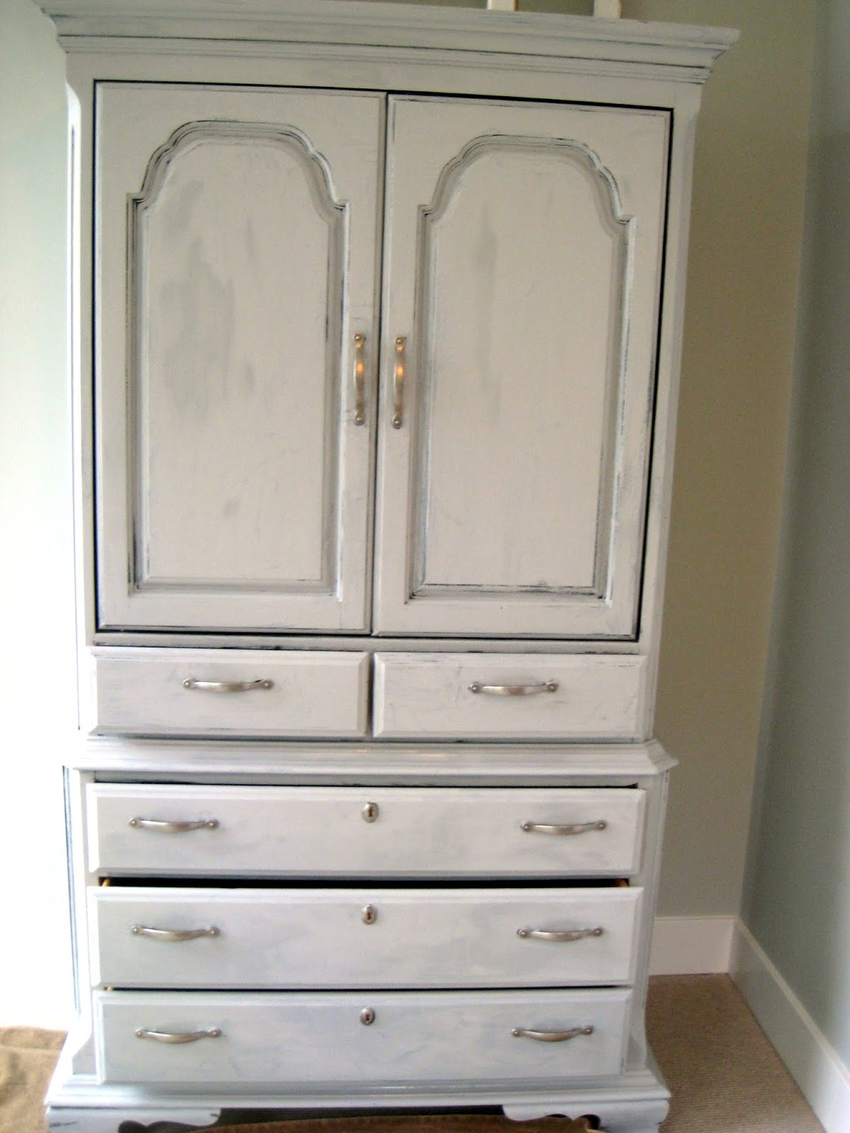Fashionable White Painted Wardrobes With How To Annie Sloan Chalk Paint – The Lilypad Cottage (View 1 of 15)