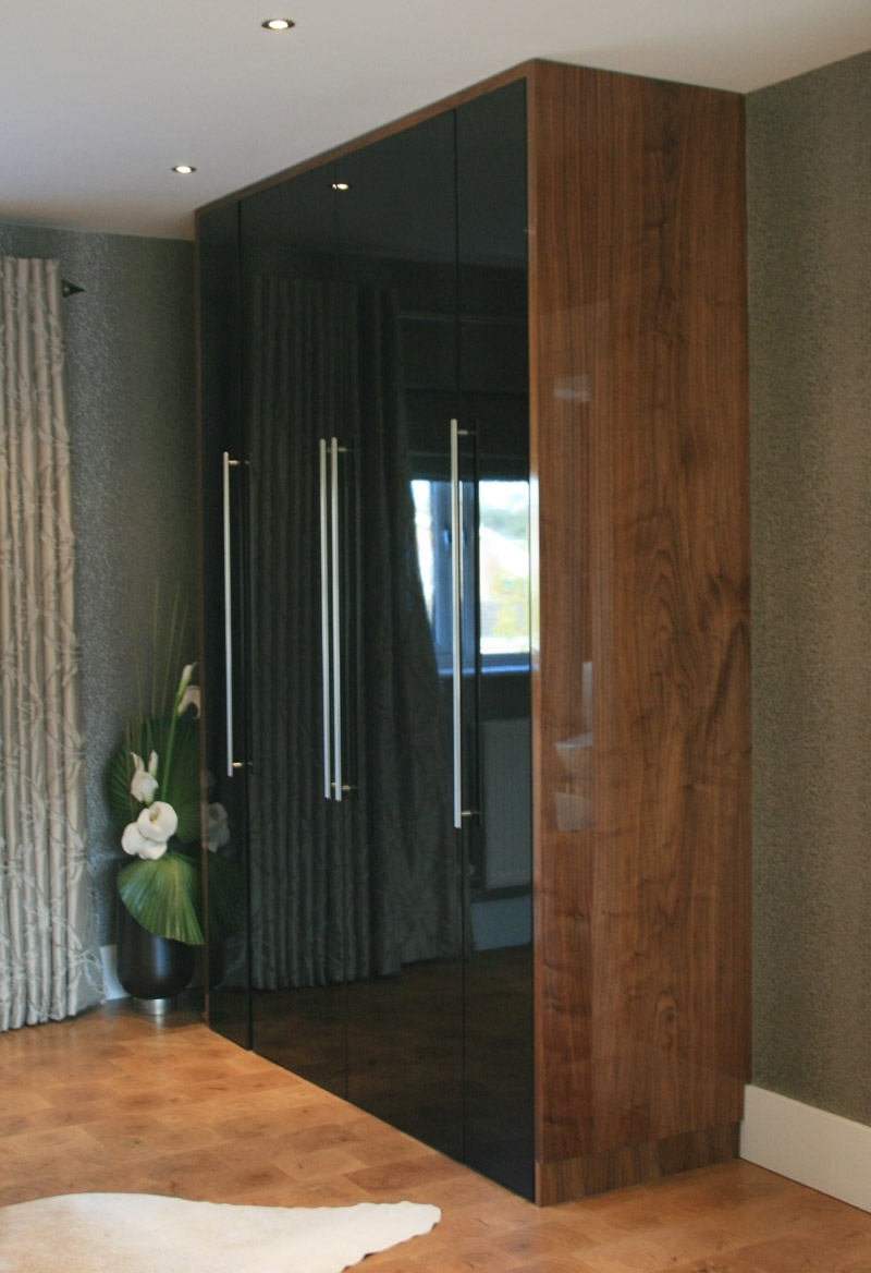 High Gloss Black & High Gloss Walnut Veneer Wardrobe Madeus Within Most Up To Date Black Shiny Wardrobes (View 10 of 15)