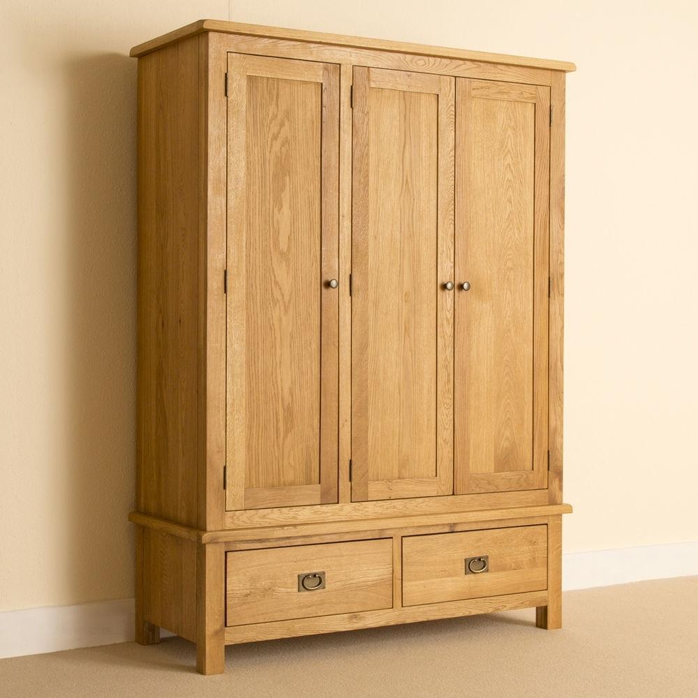 Lanner – Oak Triple Wardrobe / Large Handcrafted Rustic Oak 3 Door Within Fashionable Oak 3 Door Wardrobes (View 6 of 15)