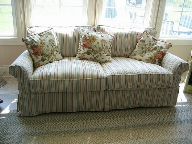 Make Your Living Room Stylish With A Shabby Chic Couch! (View 4 of 10)