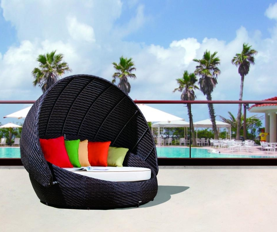 Most Popular Renava Rb 016 Outdoor Round Day Bed With Canopy 2 Outdoor Chair Regarding Outdoor Sofas With Canopy (View 3 of 10)