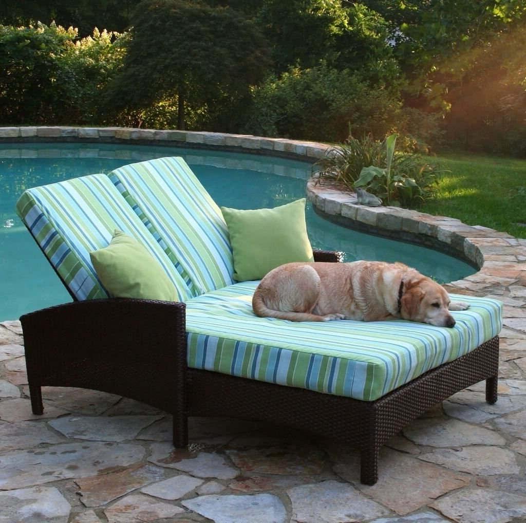 Outdoor Double Chaise Lounges Throughout 2017 Outdoor: Outdoor Wicker Double Chaise Lounge With Stripped Cushion (View 7 of 15)