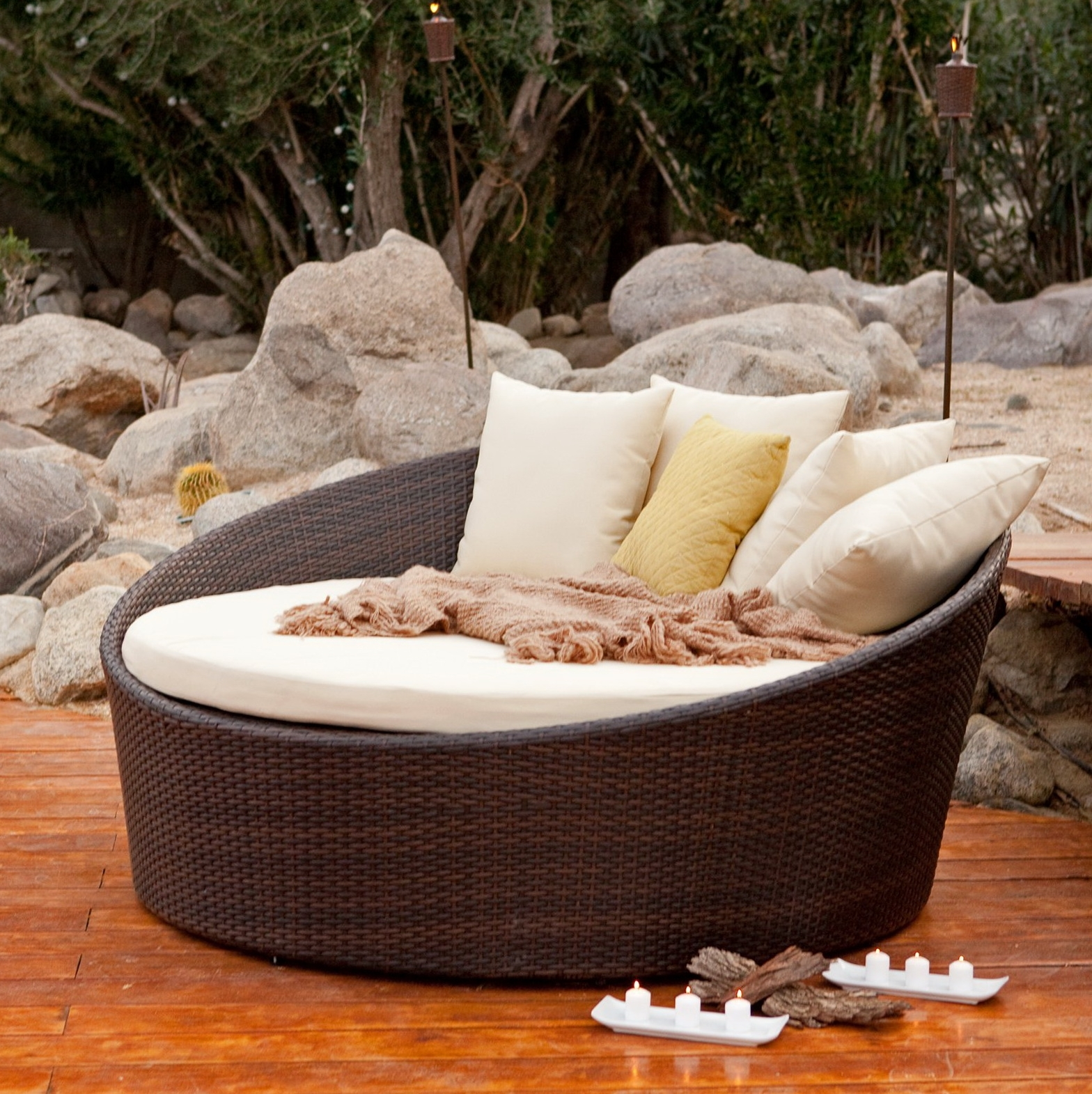 Round Chaises With Recent Outstanding Round Chaise Lounge Designs – Decofurnish (View 12 of 15)
