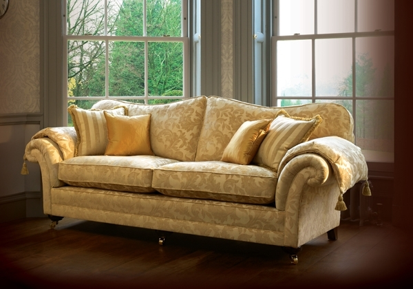 Traditional Sofas Within Well Liked Couch: Appealing Traditional Couches Traditional Leather Sofa (View 8 of 10)
