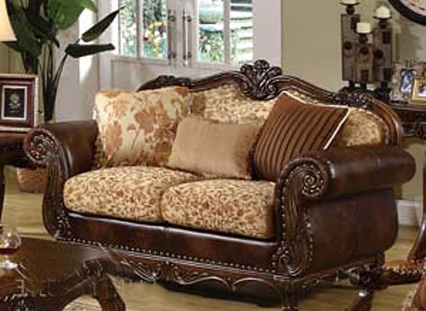 Traditional Sofas (View 2 of 10)