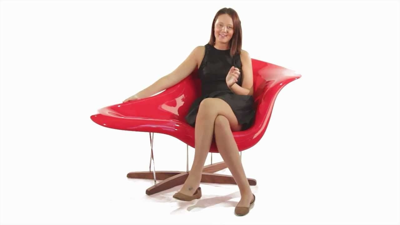 Une Chaise Lounges Throughout Trendy Replica Eames La Chaise From Matt Blatt – Youtube (View 15 of 15)
