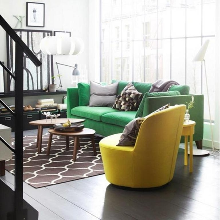 Vintage Living Room Decoration Ideas With Green Sofa And Yellow Throughout Latest Green Sofa Chairs (View 8 of 10)