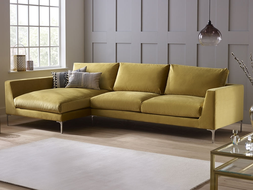 Well Known Sofas In Velvet Sofas (View 7 of 10)