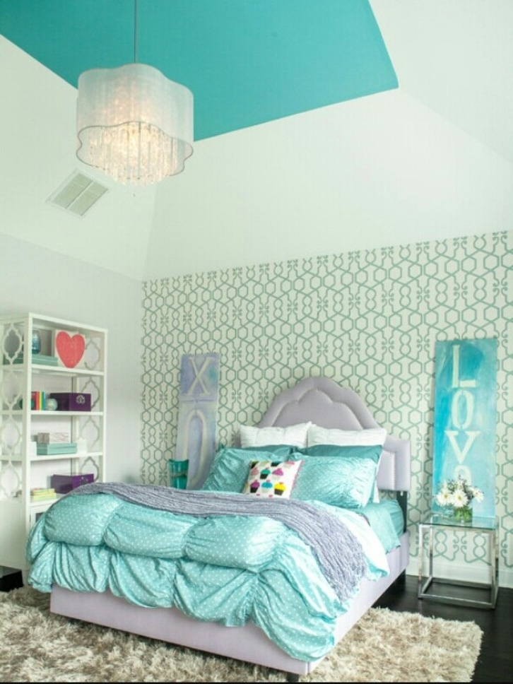 Fashionable Turquoise Bedroom Chandeliers Regarding Teenage Bedroom With Turquoise Bedding And Hanging Chandelier (Gallery 3 of 10)