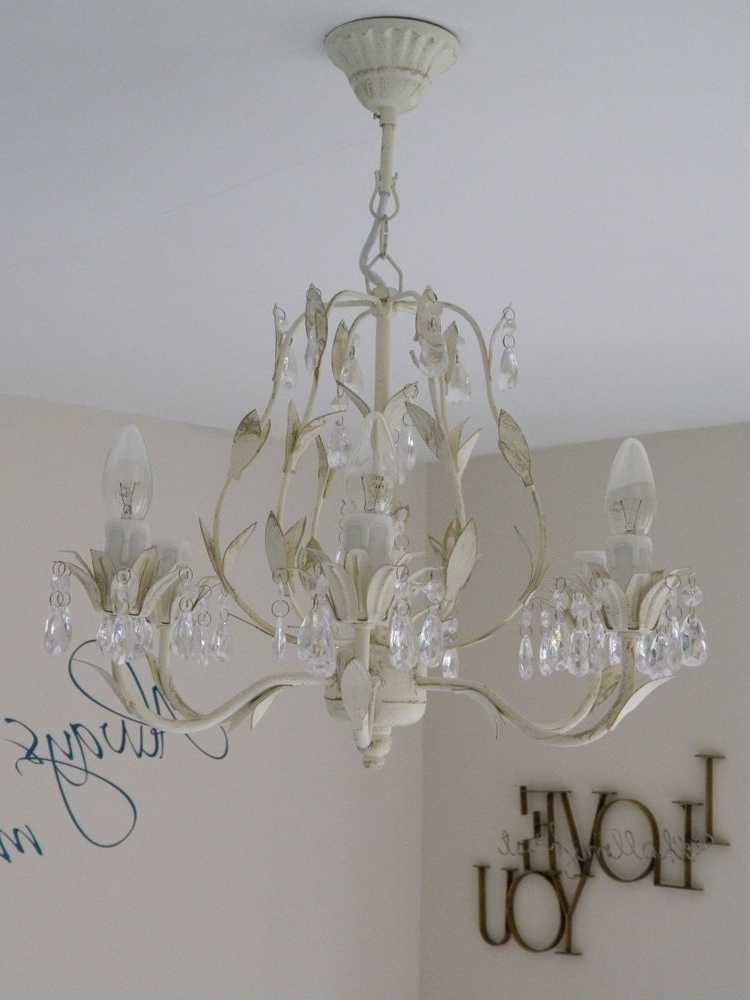 Most Popular Large Cream Chandelier Light Fitting Shabby Vintage Chic Bedroom With Cream Chandeliers (View 7 of 10)