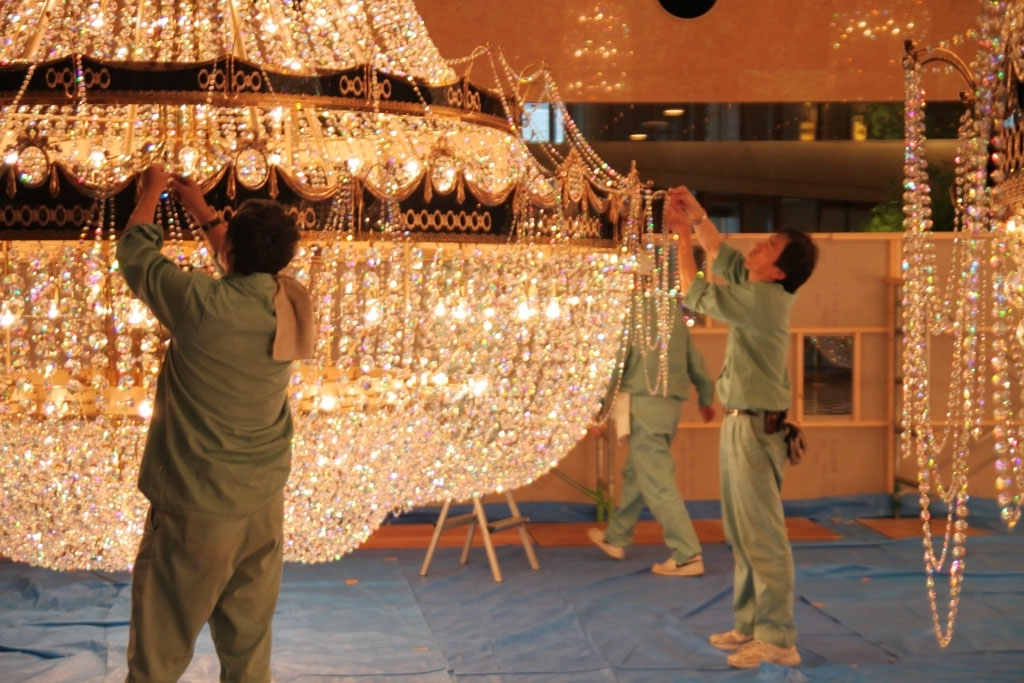 See How A Huge Chandelier Is Cleaned; Yokohama To Host More With Regard To Popular Huge Chandeliers (View 10 of 10)