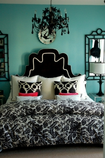 Wall Headboard, Chandeliers And Linens (View 9 of 10)