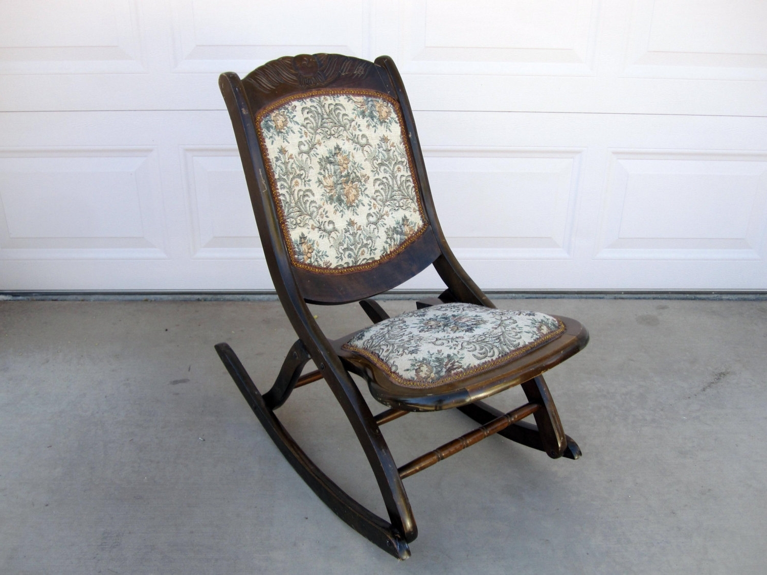 Current Folding Rocking Chairs Inside Relax In A Rocking Chair – Darbylanefurniture (View 4 of 15)