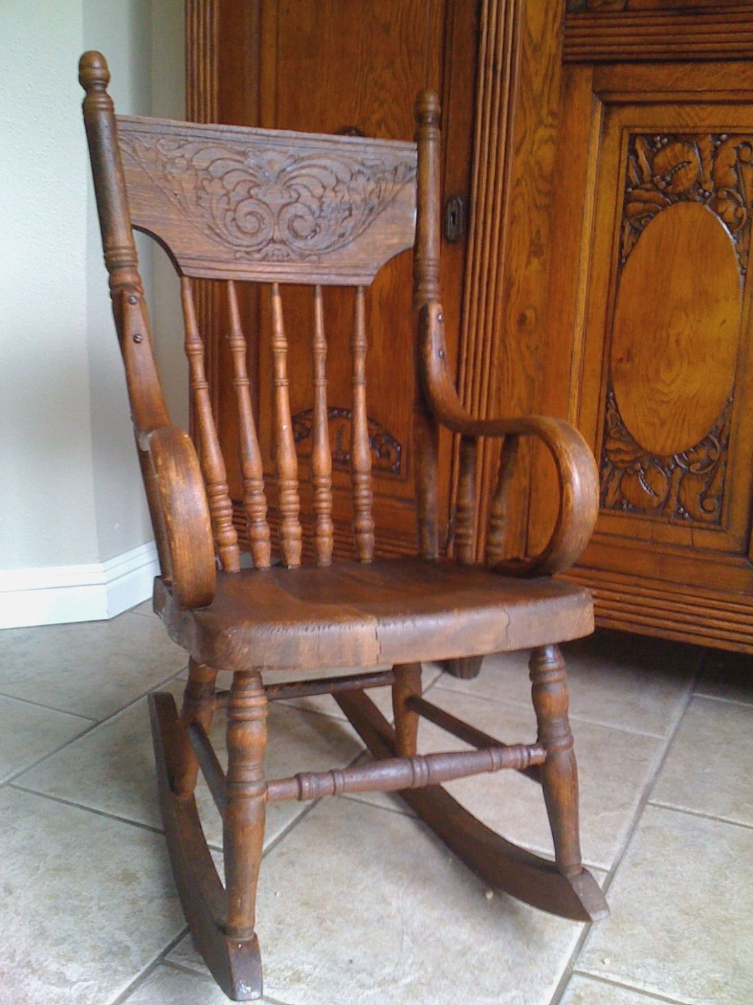 Elegant Old Fashioned Rocking Chair In Antique Child Furniture In Widely Used Old Fashioned Rocking Chairs (View 2 of 15)