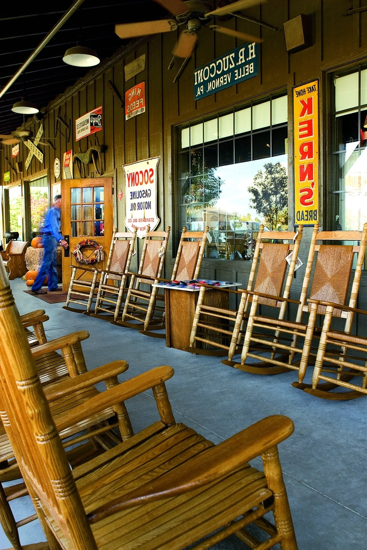 Trendy Rocking Chairs At Cracker Barrel For Cracker Barrel To Donate Rocking Chairs To Military Families (View 13 of 15)