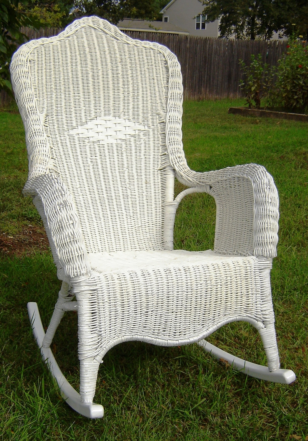White Patio Rocking Chairs Regarding Famous Vintage White Wicker Rocking Chair — Wilson Home Ideas : Choosing A (View 5 of 15)