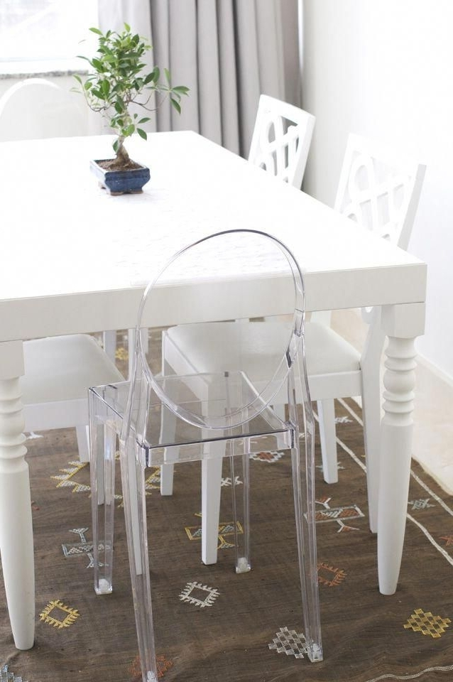 Combs 5 Piece Dining Sets With  Mindy Slipcovered Chairs Within Most Up To Date White Dining Table With Ghost Chair #ghostchairs (View 9 of 20)