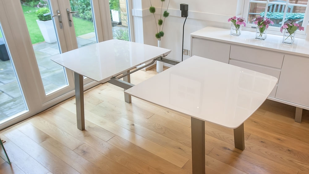 Extending White High Gloss Dining Set (Gallery 2 of 20)