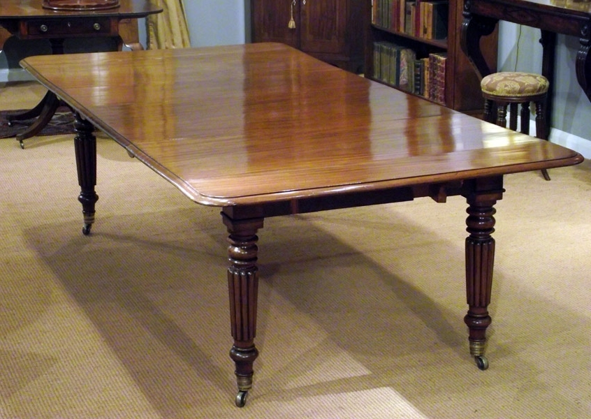 Famous Antique Mahogany Extending Dining Table / Seating 10 To 12 : Antique With Extending Dining Table With 10 Seats (View 11 of 20)