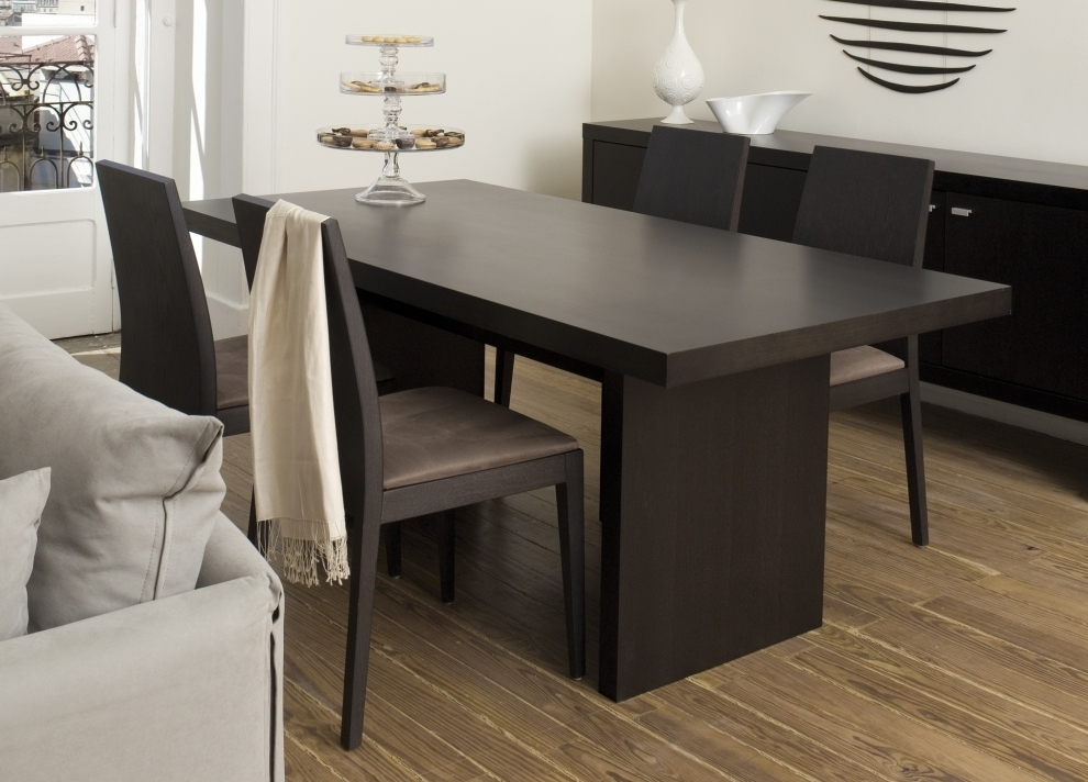 Fashionable Contemporary Dining Tables Pertaining To 3 Key Points To Consider In The Perfect Contemporary Dining Table (View 13 of 20)