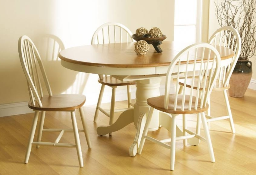 Fashionable Cotswold Dining Tables In Vida Living – Cotswold Extending Dining Table With 4 Or 6 Windsor (View 11 of 20)