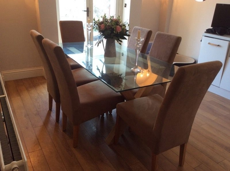 Fashionable Glass Dining Table With Oak Legs And 6 Chairs (View 7 of 20)