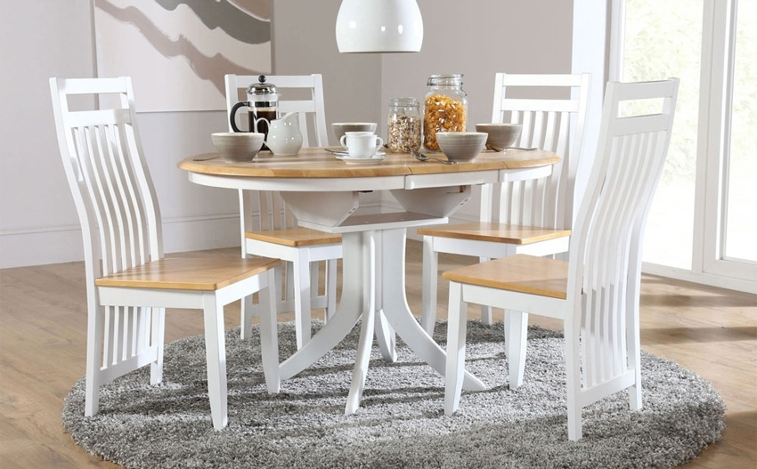 Fashionable Jaxon Grey 5 Piece Round Extension Dining Sets With Wood Chairs In Round Extending Dining Table Sets – Castrophotos (View 4 of 20)