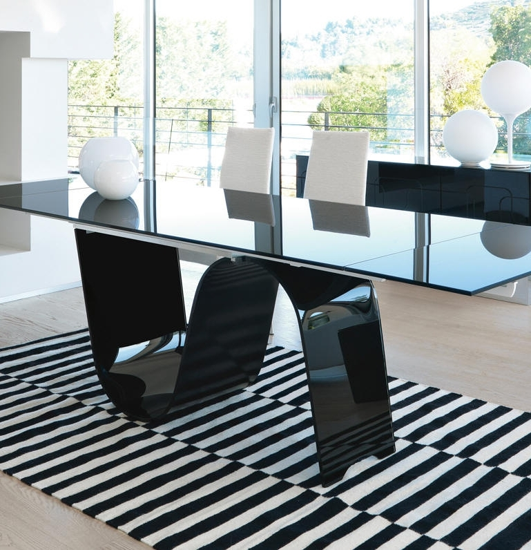 Favorite Extendable Glass Dining Tables Regarding Unico Contemporary Rectangular Infinity Extending Glass Dining Table (View 11 of 20)