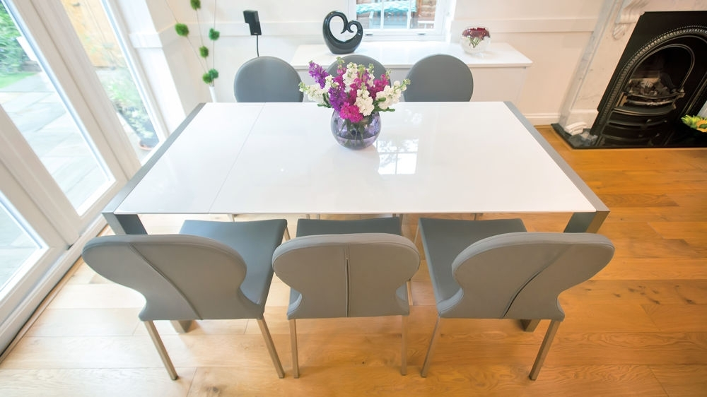 Gloss Dining Sets Inside Most Current Modern White Gloss Extending Dining Table And Retro Chairs (Gallery 15 of 20)