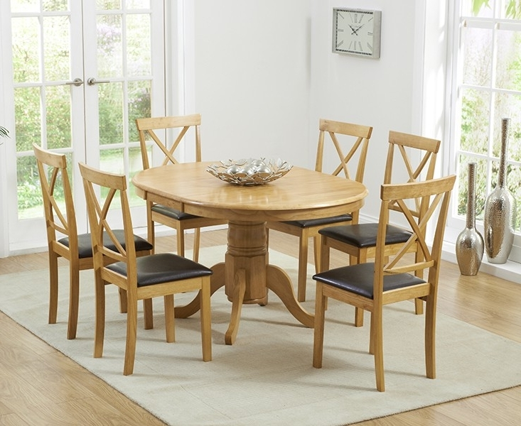 Hudson W Round Extending Oak Dining Table And Chairs 2018 Argos Throughout Most Popular Round Extending Oak Dining Tables And Chairs (View 9 of 20)